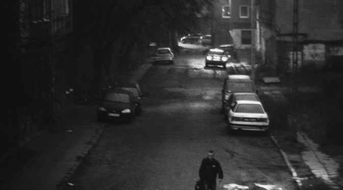 Poliţia patrulare opreşte maşini în beznă, să nu putem filma
