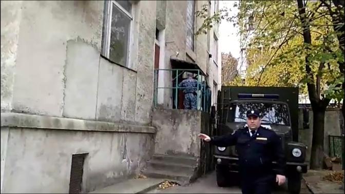 Dictatură // La Bălți poliția interzice filmarea pe stradă (ru)