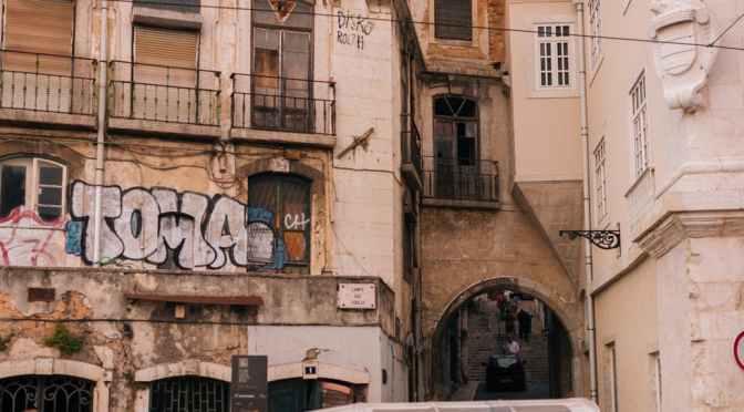 Am mers pe jos vreo 5 ore prin Lisabona
