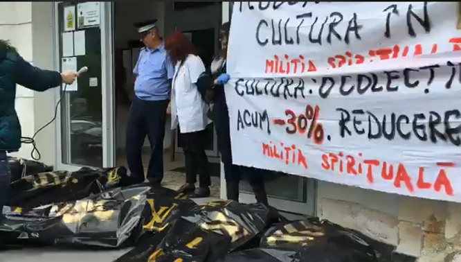 Miliția spirituală a protestat în saci negri