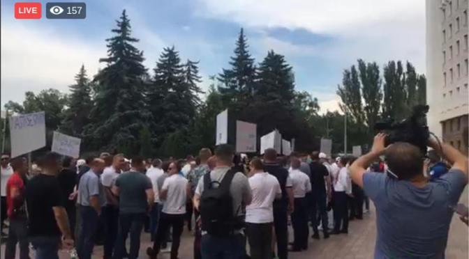 "Protest la Parlament, ciracii lui Plaha vor ""dreptate"""